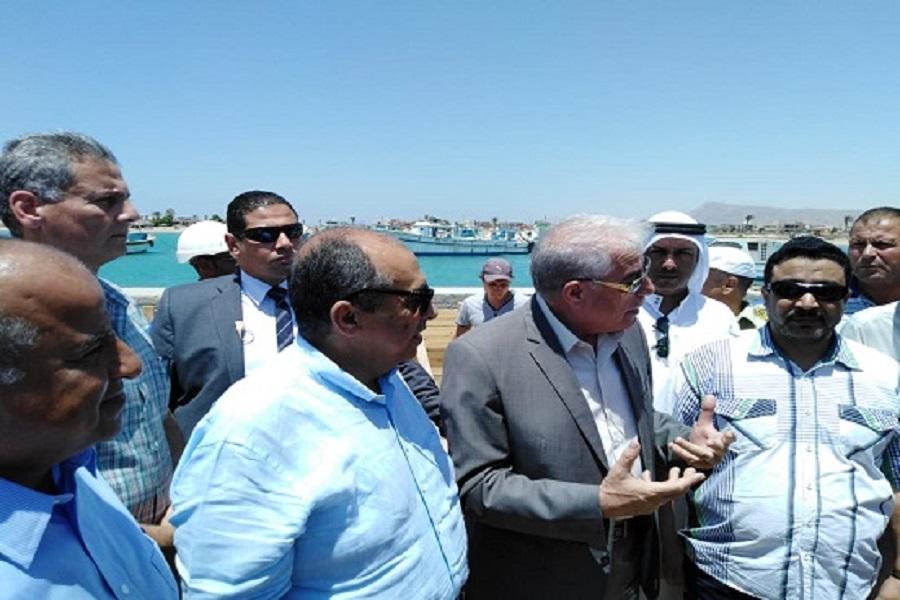 وزير الزراعة يتفقد أعمال تطوير وتوسيع ميناء الصيد بالطور ويوجه بالانتهاء منه قبل نهاية العام | صور