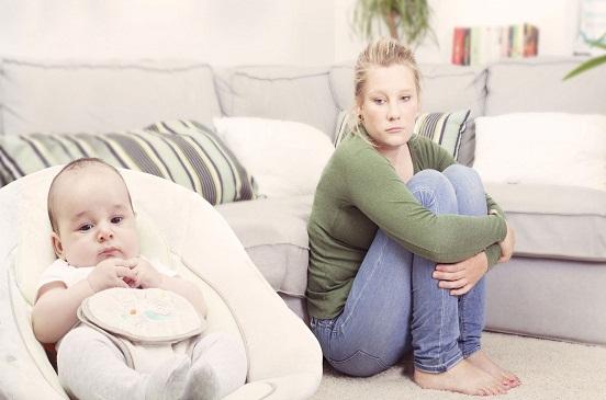 تحذير للأمهات.. 5 مضاعفات نفسية لاكتئاب النفاس.. منها إيذاء نفسها وطفلها