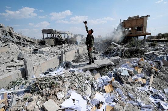 الدفاع الروسية: رصد تصوير مشاهد لهجوم كيميائي مفبرك بإدلب لاتهام الجيش السوري