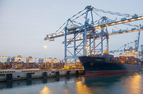 اعتماد تخصيص 432 ألف متر لإقامة محطة حاويات بميناء سفاجا