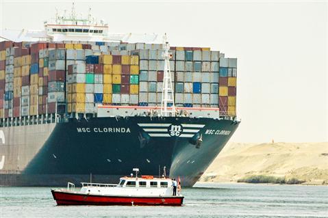 عبور 63 سفينة للمجرى الملاحي لقناة السويس بحمولة 4 ملايين طن