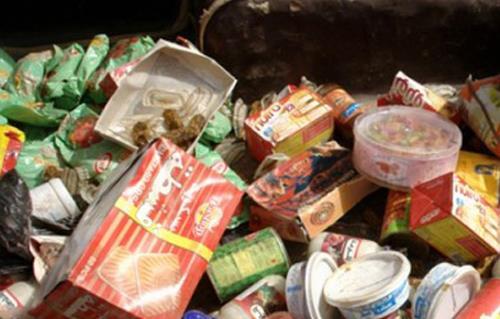 شرطة التموين تضبط أطنان مواد غذائية وآلاف اللترات البترولية