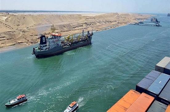 عبور 55 سفينة المجرى الملاحي لقناة السويس من كلا الاتجاهين