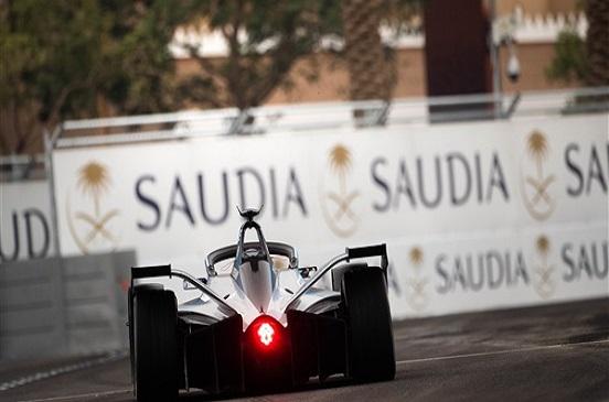 نيسان تشارك في سلسلة سباقات فورميولا E للسيارات الكهربائية