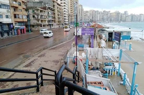 طقس سيئ وأمطار غزيرة في الإسكندرية.. واستمرار إغلاق البوغازين | صور
