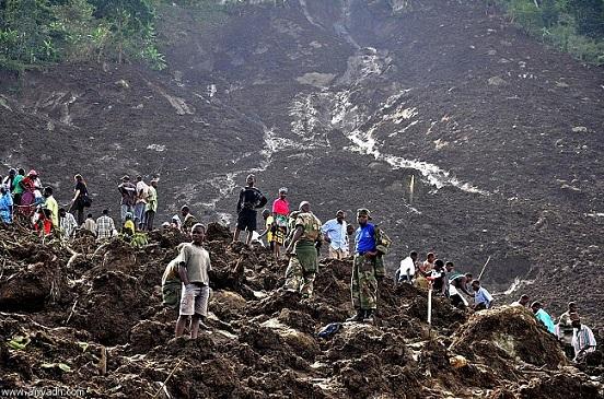 خمسة عشر قتيلا على الأقل حصيلة الانهيارات الأرضية في إندونيسيا