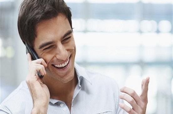 أمين الفتوى: يجوز للشاب التحدث إلى خطيبته عبر الهاتف بشرط واحد