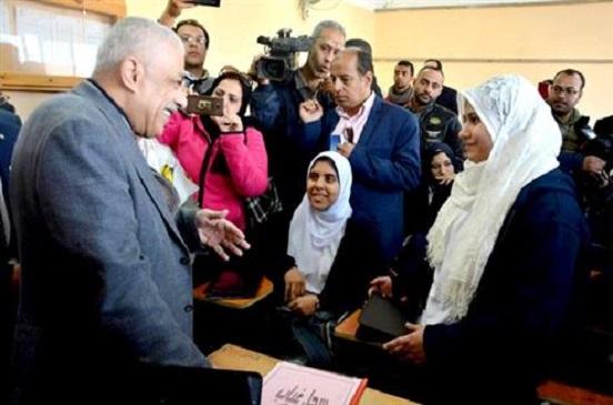 وزير التعليم ومحافظ بورسعيد يشهدان شرحا لدرس لغة عربية باستخدام