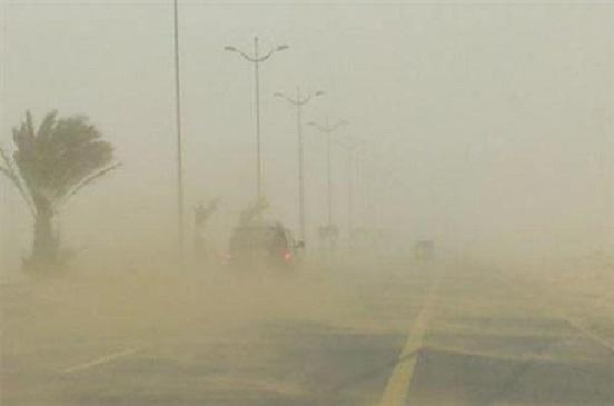 الأرصاد تحذر من عاصفة ترابية واضطراب في الملاحة البحرية
