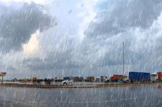 أمطار غزيرة على السواحل الشمالية بالبحيرة وتوقف حركة الصيد
