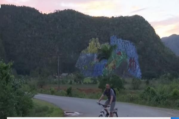 شاهد.. في حدث نادر.. السماء تمطر حجارة نيزكية غربي كوبا