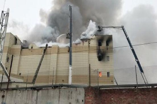 حريق يلتهم مبنى مساحته 20 ألف متر مربع بمنطقة فورونيج الروسية