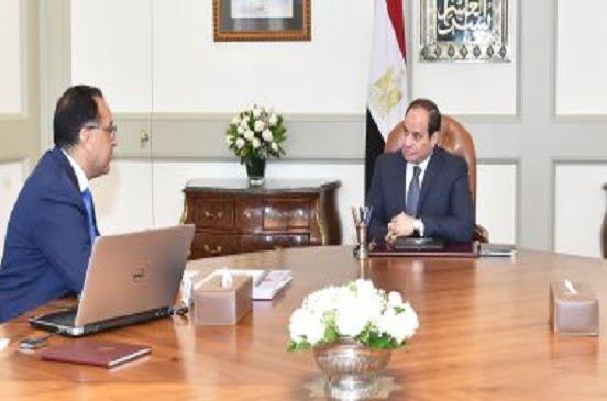 الرئيس السيسى يكلف بدراسة نقل مركبى خوفو إلى المتحف المصرى الكبير