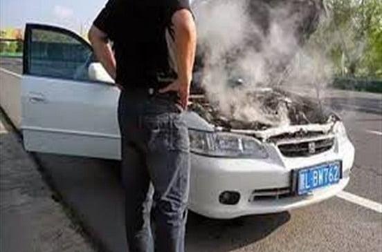لـ حماية سيارتك من الاحتراق.. 4 نصائح لتزويد مياه الردياتير